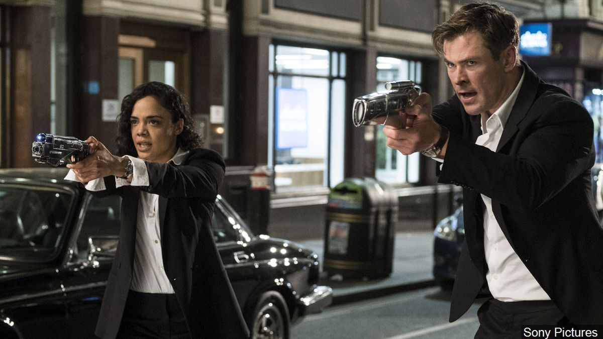 """Tessa Thompson in her role as Agent M and Chris Hemsworth in his role as Agent H from the movie """"Men In Black: International"""", Photo Date: 2019 Photo: Sony Pictures"""