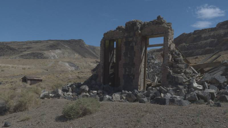 The ruins of an old bank still stand in Candelaria