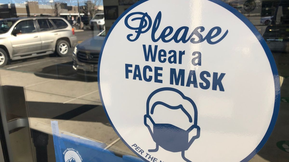 Sign requiring a mask.