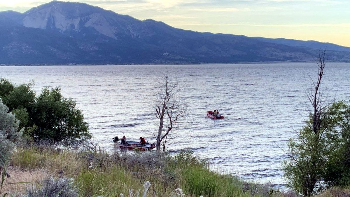 Rescuers go out to search for a missing kayaker in Washoe Lake. Photo by George Guthrie/KOLO.