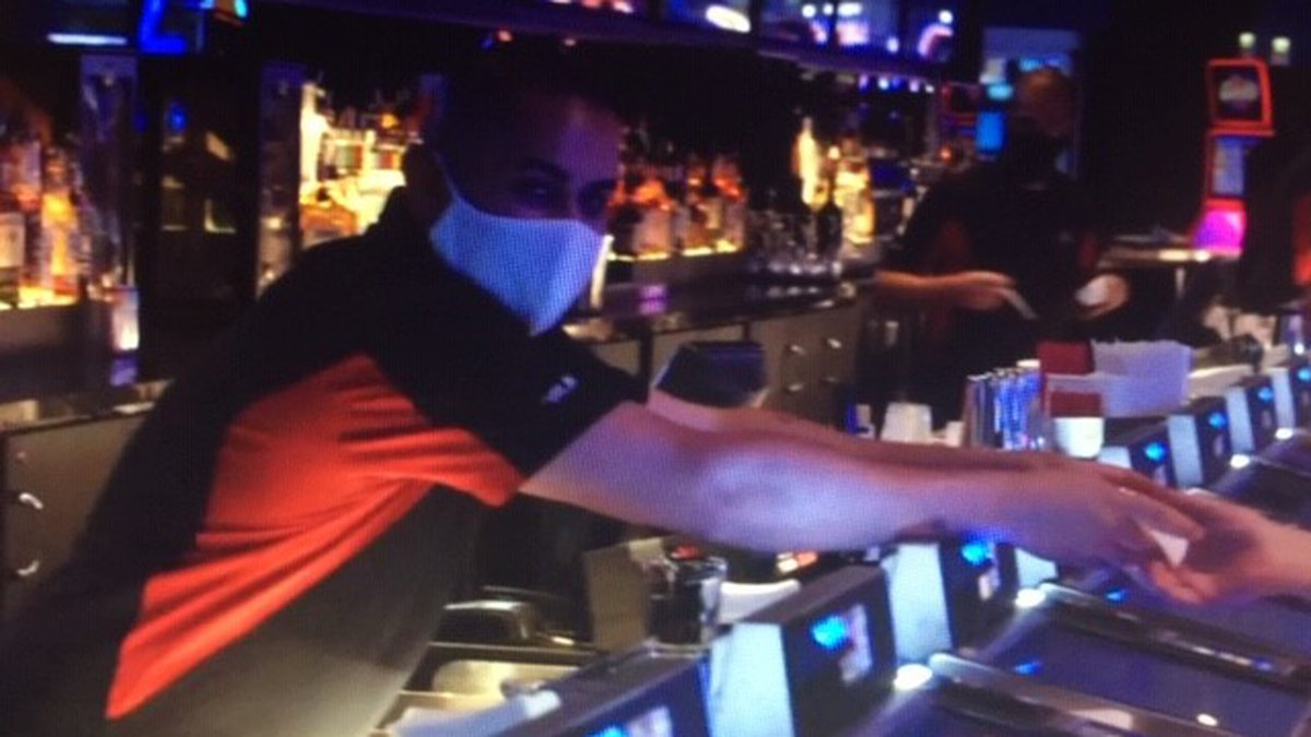 Culinary workers wear masks, customers often don't