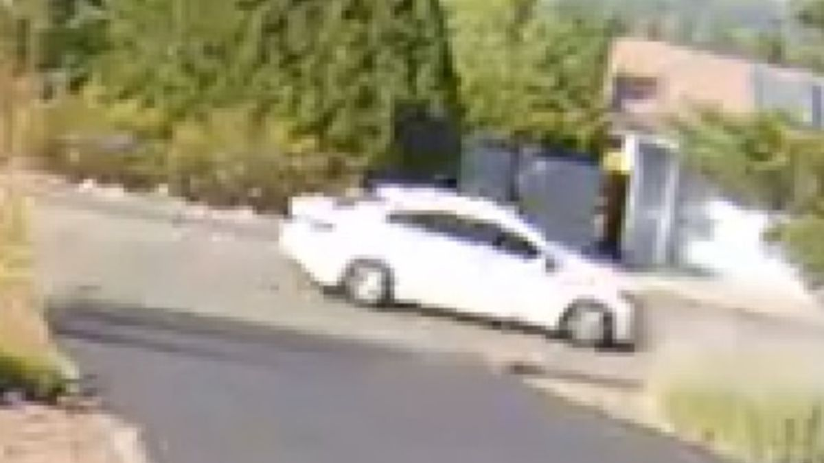 The Washoe County Sheriff's Office said the suspect vehicle might have damage to the right passenger side bumper.
