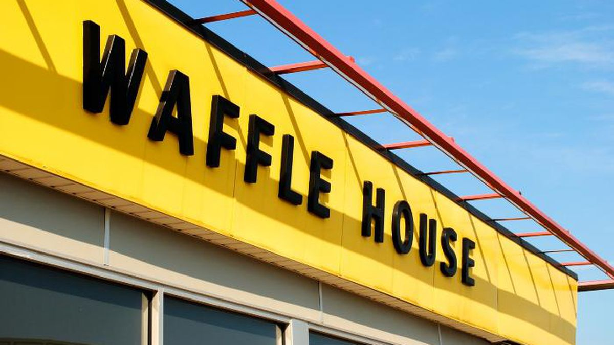 Waffle House spokesman Pat Warner says a scheduling miscommunication left the lone worker to take care of the restaurant by himself. (Source: Bob B. Brown/Flickr)