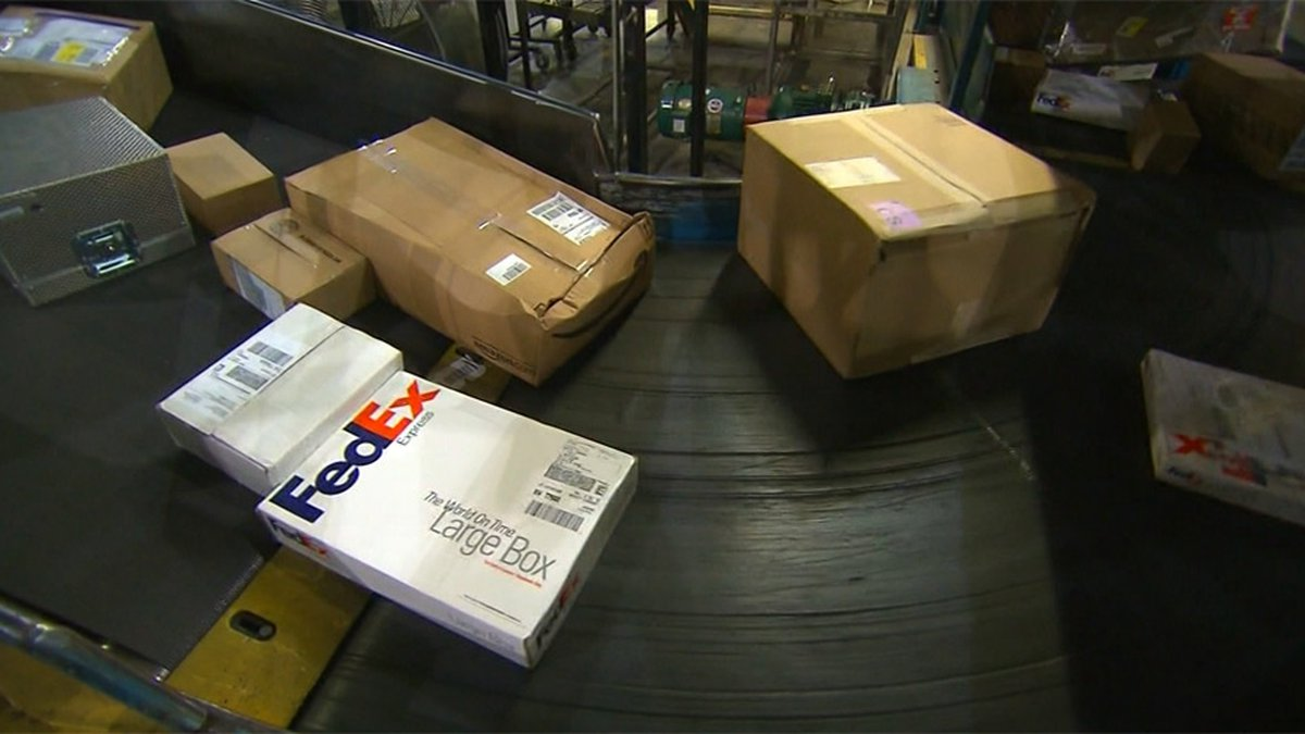 The major shippers have announced their suggested deadlines for holiday shipping.